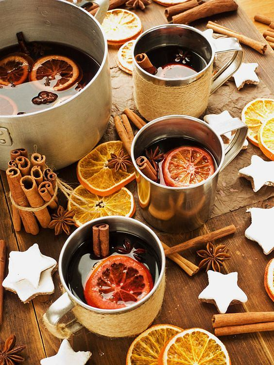 Herbata z cynamonem i pomarańczą doskonale rozgrzewa i wspiera odporność organizmu.