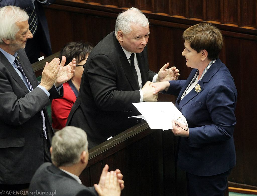 PiS przedstawił audyt z rządów PO-PS. Na zdjęciu m.in Jarosław Kaczyński i Beata Szydło