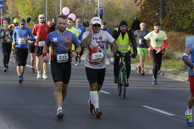 Zdjęcie numer 74 w galerii - Ponad 1200 biegaczy na starcie 37. Toruń Maraton, wygrał Łukasz Oskierko [ZDJĘCIA]