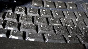 Według mikrobiologów klawiaturę komputerową najlepiej czyścić dokładnie co najmniej raz na tydzień