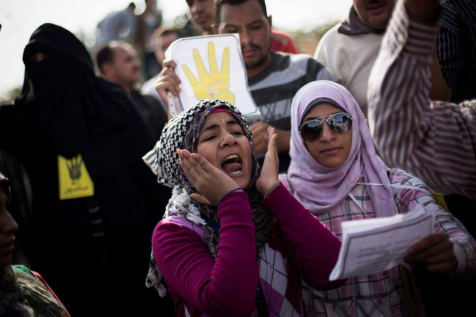 Razem z Mursim przed sądem okręgowym w Kairze staje 14 jego współpracowników.