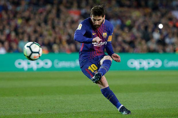 Lionel Messi ma sposób na wykonywanie rzutów wolnych. Wszystko idealnie wypracowane