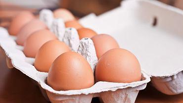 Jak przechowywać jajka i do kiedy je jeść? Myć czy nie myć przed spożyciem? Pytamy eksperta