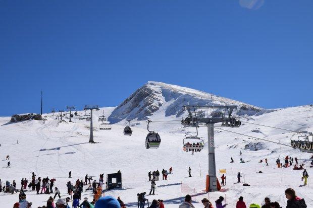 Widok zaśnieżonej Grecji może dziwić każdego