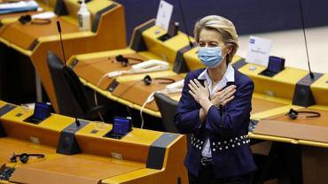 Zakupiliśmy więcej dawek szczepionki przeciwko Covid-19 niż potrzeba, żeby zapewnić szczepienie wszystkim obywatelom Europy - mówiła w PE Ursula von der Leyen