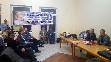 Mieszkańcy Kruszyna na zebraniu w sprawie masztu telefonii komórkowej