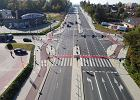 Trzeba włączać kierunkowskaz, gdy stoi się na pasie kierunkowym? Przepisy nie pozostawiają wątpliwości