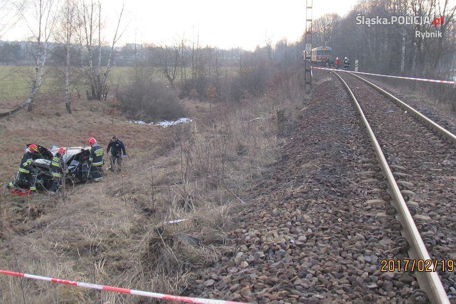 Pociąg staranował auto. Wypadek na przejeździe w Czerwionce-Leszczynach
