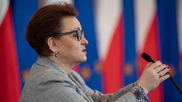 Kurator nie zdążył jeszcze wydać opinii, a minister edukacji Anna Zalewska zdecydowała: - Szkoła zostaje.
