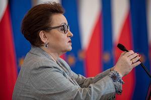 Minister Zalewska zachwala zmiany w szkolnictwie. ZNP: Chce dać to, co sama zabrała
