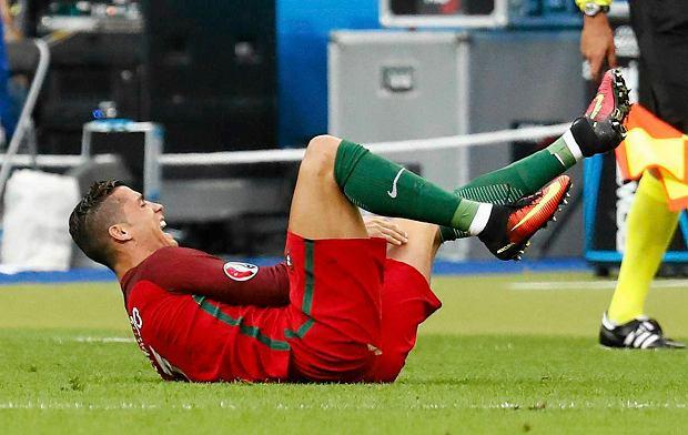 Euro 2016. Portugalia - Francja. Graham Poll chwali Marka Clattenburga za prowadzenie finału