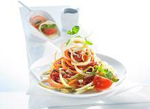 Spaghetti z cukinii i marchewki z sosem pomidorowym - ugotuj