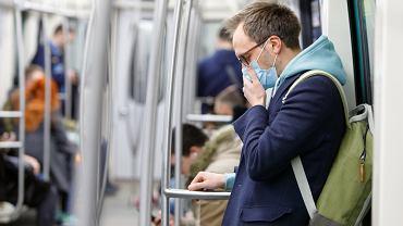 Mieszkańcy masowo wykupują maseczki z powodu koronawirusa (zdj. ilustracyjne)