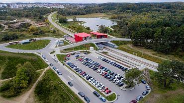 Parking przy przystanku PKM Gdańsk-Jasień.