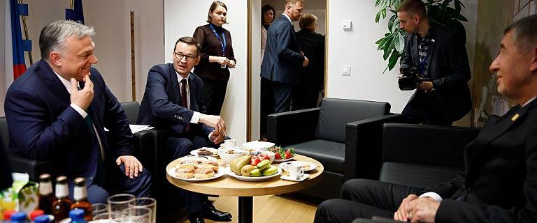 Szczyt UE w Brukseli. Morawiecki poczęstował pączkami Orbana i Babisza