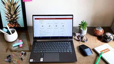 Te laptopy do nauki i pracy zdalnej kupisz teraz w dobrych cenach. Popularne modele z wyprzedaży