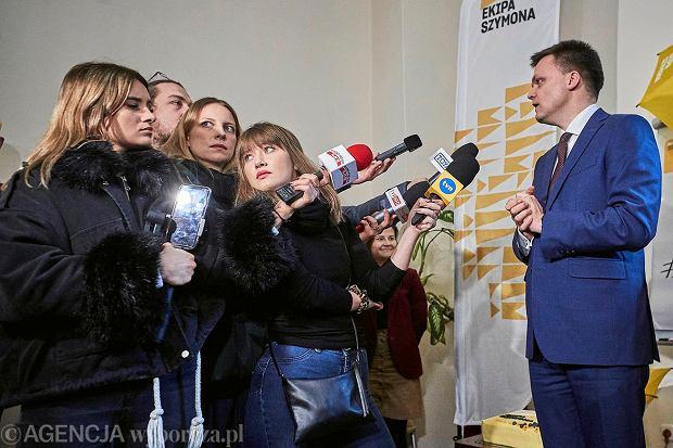 Kandydat na stanowisko prezydenta Szymon Hołownia podczas otwarcia biura ''Ekipa Szymona .''