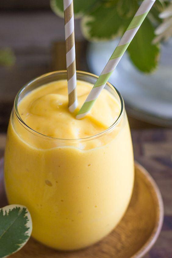 Smoothies z ananasa i mango