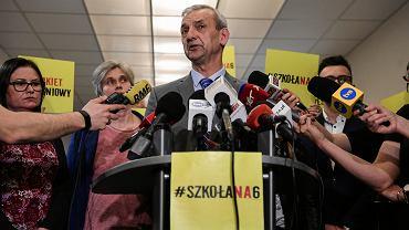 Konferencja prasowa ZNP w Warszawie w sprawie zawieszenia strajku nauczycieli
