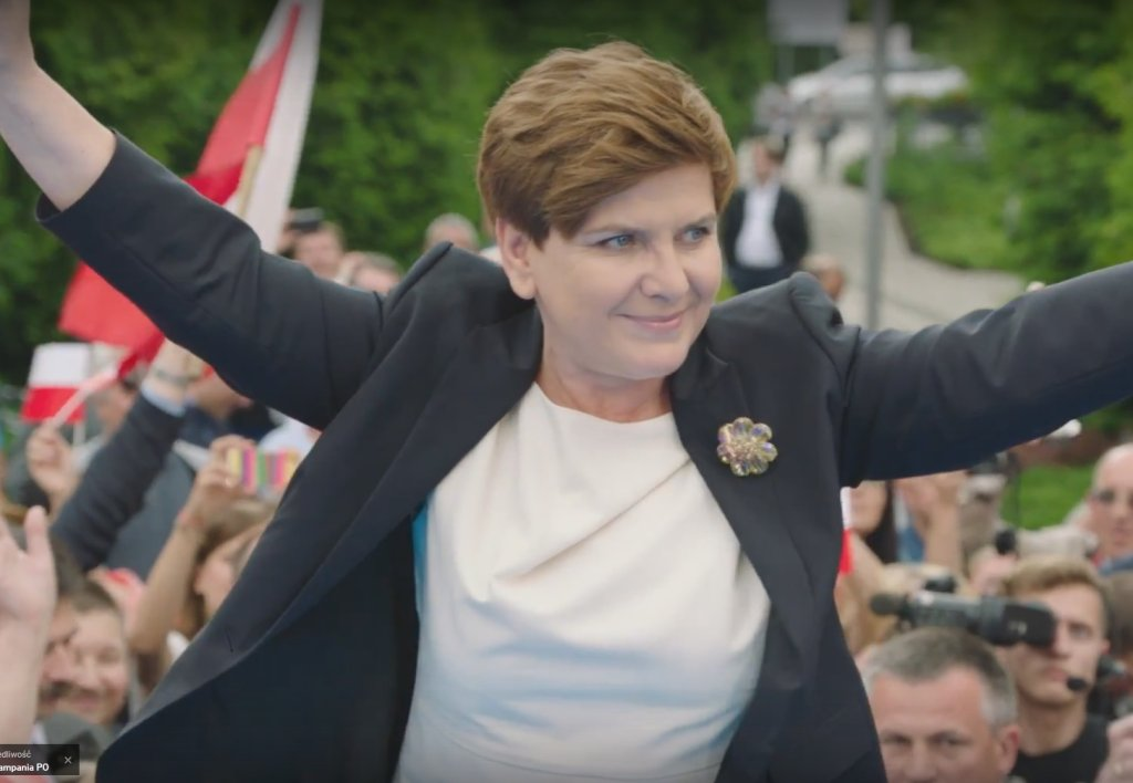 Beata Szydło<br><br>Beata Maria Szydło (z domu Kusińska) urodziła się 15 kwietnia 1963 w Oświęcimiu. W 1989 ukończyła studia w Katedrze Etnografii Uniwersytetu Jagiellońskiego w Krakowie. W latach 1989-1995 była doktorantką na Wydziale Filozoficzno-Historycznym UJ. W 1997 ukończyła studia podyplomowe dla menedżerów kultury w Szkole Głównej Handlowej w Warszawie, a w 2001 w Akademii Ekonomicznej w Krakowie w zakresie zarządzania terytorialnego.<br><br> Od 1987 do 1995 pracowała jako asystent w Muzeum Historycznym Miasta Krakowa, następnie kierowała działem merytorycznym w Libiąskim Centrum Kultury w Libiążu. W latach 1997-1998 była dyrektorem ośrodka kultury w Brzeszczach. W 1998 objęła stanowisko burmistrza gminy Brzeszcze, które zajmowała do 2005. Obejmując to stanowisko była najmłodszym burmistrzem w Małopolsce - miała zaledwie 35 lat. Pełniła także funkcję radnej powiatu oświęcimskiego z listy Akcji Wyborczej Solidarność (1998-2002). W 2004 została wiceprezesem Ochotniczej Straży Pożarnej w gminie Brzeszcze. Szydło jest związana z PiS od 2005 r., kiedy to z listy tej partii zdobyła mandat poselski. Przed wyborami 2005 r. wahała się pomiędzy startem z listy PO a kandydowaniem z listy PiS. Ostatecznie wybrała PiS, bo ówczesny polityk tej partii Zbigniew Ziobro zaproponował jej drugie miejsce na liście w okręgu chrzanowskim. Została wybrana na posła V kadencji z najlepszym wynikiem w tym okręgu (14 499 głosów). W wyborach parlamentarnych w 2007 r. po raz drugi uzyskała mandat poselski, otrzymując 20 486 głosów.<br><br>Początkowo jednak mało było o niej słychać. W 2010 r. po katastrofie smoleńskiej - w której zginęło wielu czołowych polityków PiS, w tym dwie główne specjalistki od gospodarki Grażyna Gęsicka i Aleksandra Natalli-Świat - Szydło, jako członkini sejmowej Komisji Finansów Publicznych, zaczęła reprezentować PiS w debatach gospodarczych. W lipcu 2010 roku została niespodziewanie wybrana na wiceprezesa PiS. Był to okres kolejnego