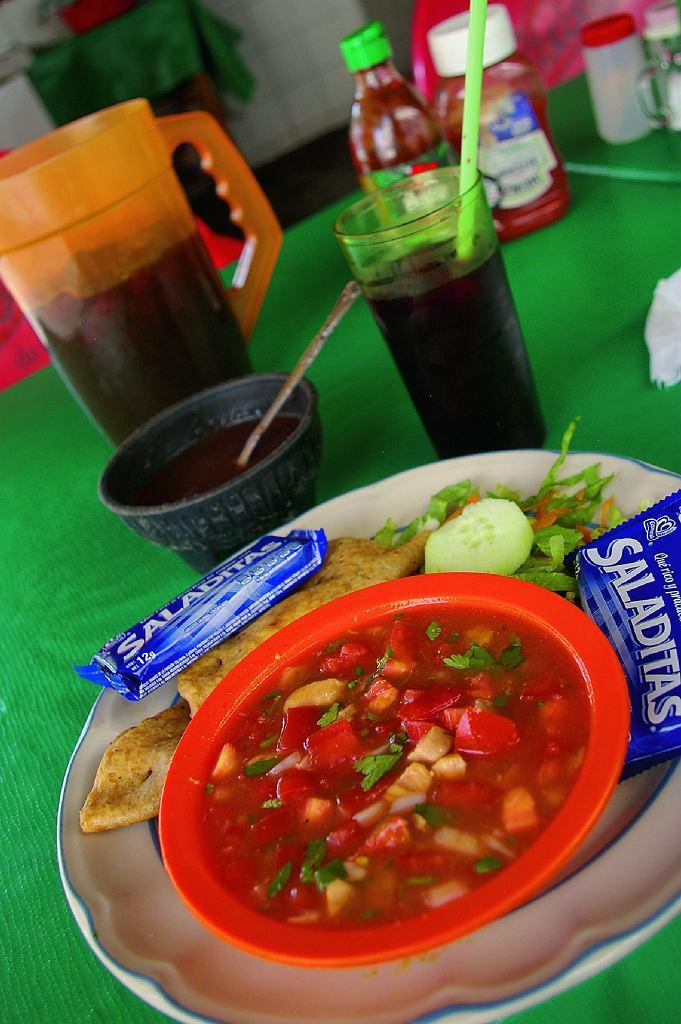Ceviche z tanich jadłodajni towarzyszyło mi od Papantli doAcapulco