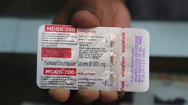 Opakowanie hydroksychlorochiny. Do profilaktycznego zażywania leku, który może pomagać w leczeniu COVID-19, przyznał się prezydent USA Donald Trump