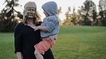 Jak nie dać stereotypom związanym z byciem mamą.