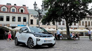 1.08.2016, Rzeszów, samochód elektryczny testowany przez urzędników rzeszowskiego ratusza.