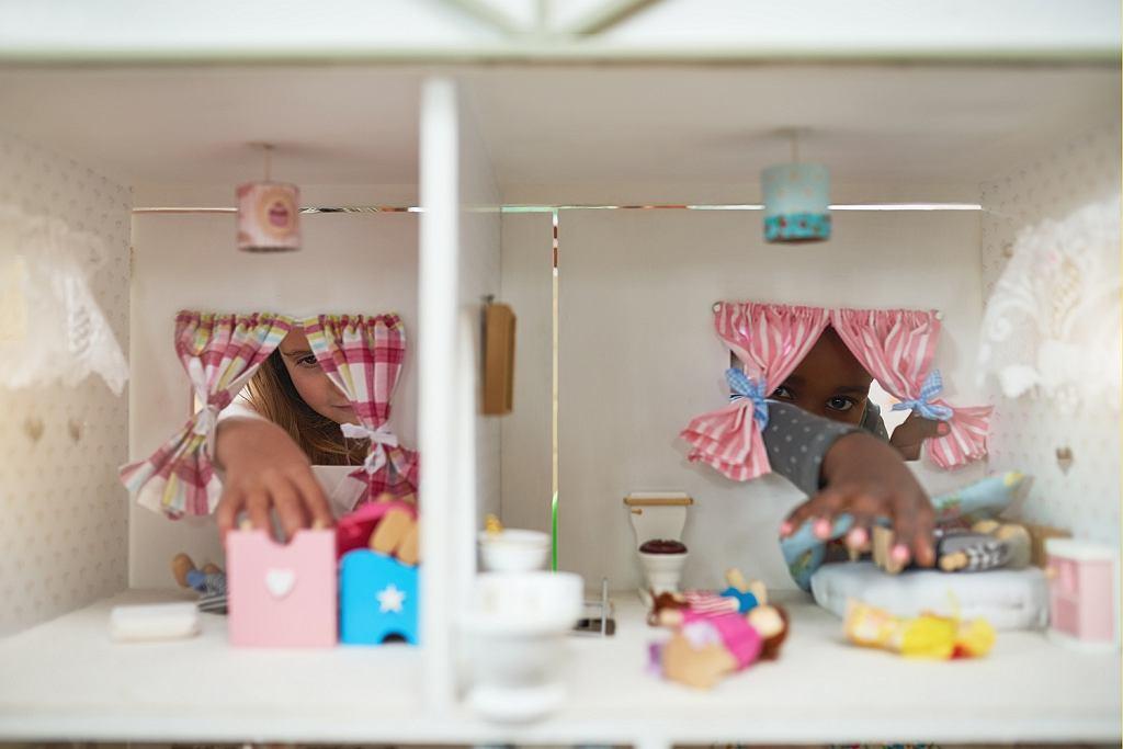 Domki dla lalek to jeden z najpopularniejszych prezentów dla małych dziewczynek.