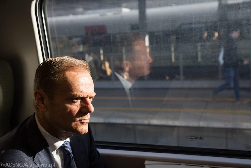 Przewodniczący Rady Europejskiej, były premier Donald Tusk w drodze na przesluchanie w stołecznej prokuraturze wojskowej. Warszawa 19 kwietnia 2017