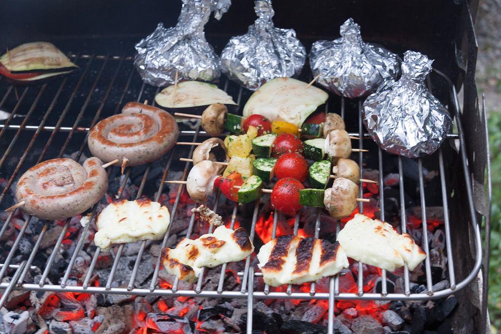 Porządny grill musi mieć coś dla fanów mięsa i dla tych, którzy wybierają opcje roślinne. Te ostatnie mogą też przypaść do gustu mięsożercom