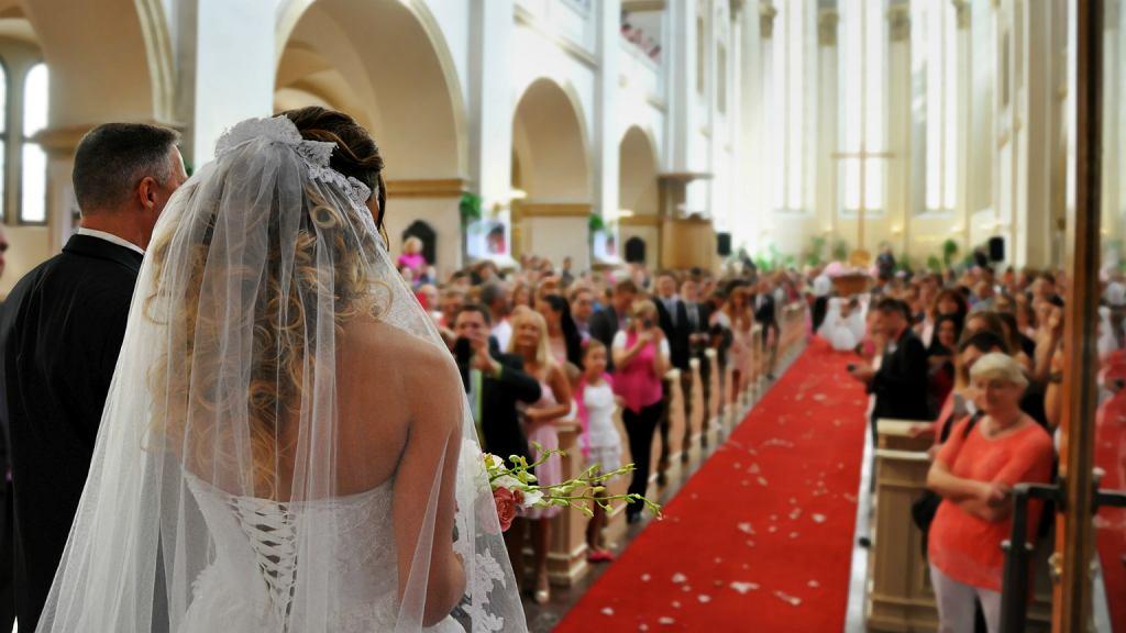 W Polsce liczba ślubów kościelnych z roku na rok spada