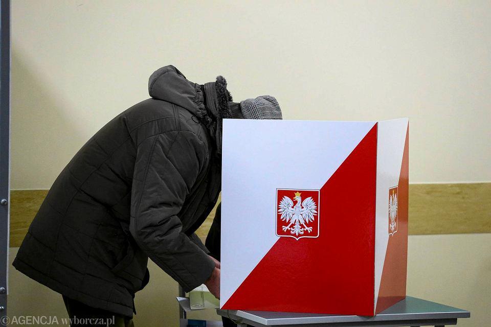 Wybory samorządowe 2018. W Warszawie w ciągu dwóch miesięcy dopisano do rejestru wyborców 8790 osób / Zdjęcie ilustracyjne