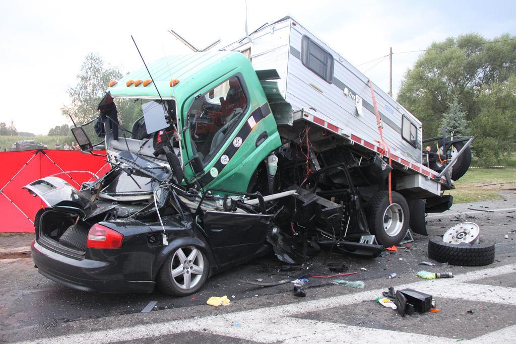 Zderzenie samochodu osobowego i ciężarówki na DK-7 na Mazowszu.