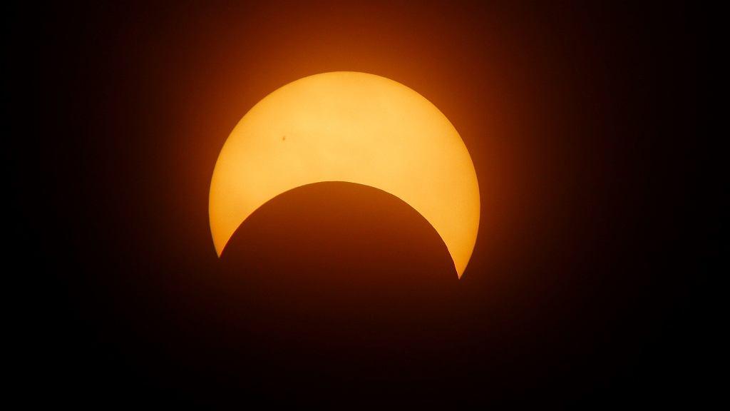 Zaćmienie Słońca 2021 - jak je bezpiecznie oglądać?