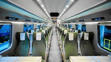Wagon II klasy w pociągu Pendolino przypomina trochę wnętrze samolotu