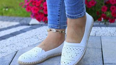 buty ażurowe wyprzedaż zdjęcie ilustracyjne