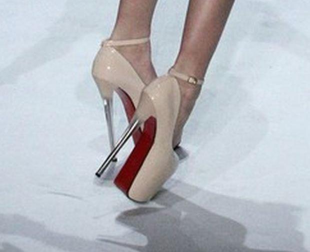 Modelka przewróciła się na China Fashion Weekend