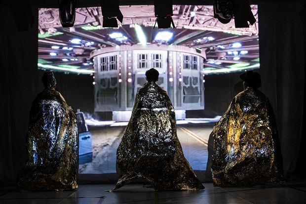 'Absolutely Fabulous Dancers' HOTELOKO movement makers