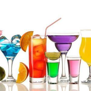 Czy alkohol tuczy? Ile kalorii mają piwa i drinki?