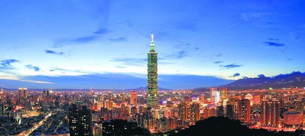 Nad miastem góruje wieżowiec Taipei 101. Do 2009 r. 508-metrowa zakończona szpikulcem ''Łodyga Bambusa'' była najwyższym budynkiem na świecie