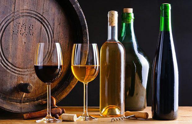 Dziesięć mitów o winie, alkohol, wino, białe wino, czerwone wino, top 10, Jeżeli butelka ma wgłębienie, to wino jest dobrej jakości