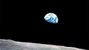 Ziemia widziana z powierzchni Księżyca podczas misji Apollo 8 - zdjęcie ilustracyjne