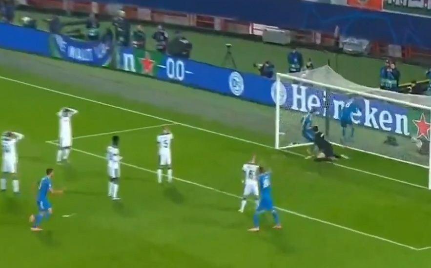 Katastrofalny błąd bramkarza Lokomotiwu w meczu z Juventusem
