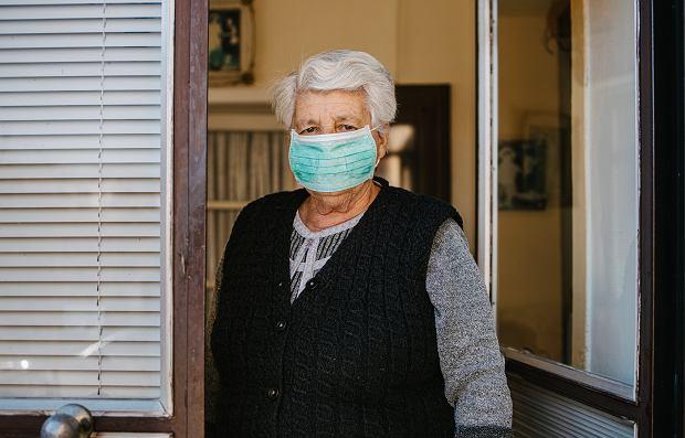 Zakaz wychodzenia z domu dla seniorów. Co oznacza? Kogo dotyczy?