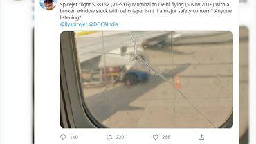 Pasażer zaniepokoił się pękniętym oknem w samolocie, które zostało zaklejone taśmą