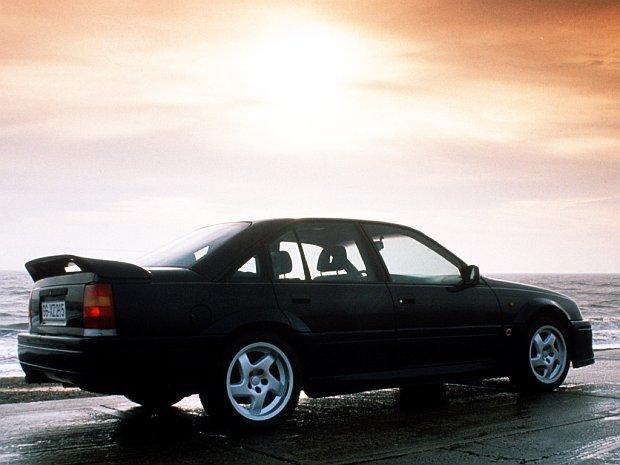 Lotus Omega to chyba najfajniejszy Opel wszech czasów