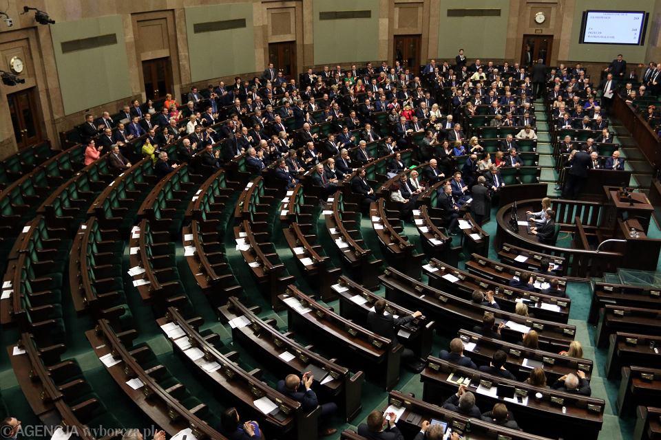 Sejm. Głosowanie nad zmianą ustawy o Trybunale Konstytucyjnym