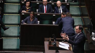 Debata nad wnioskiem opozycji o wotum nieufności dla Ziobry