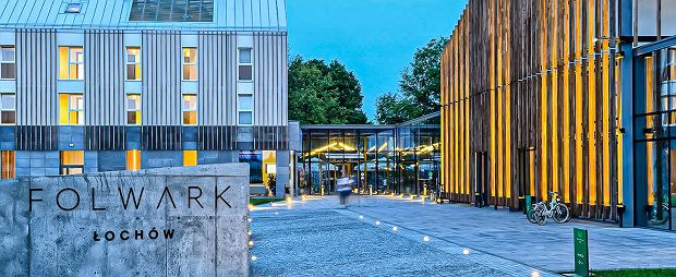 Pałac i Folwark Łochów to perełka designu i unikalne połączenie nowoczesnej architektury i bliskości naturze/materiał promocyjny partnera